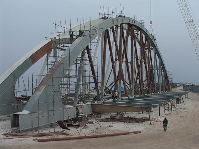 ساخت و نصب سازههای فلزی